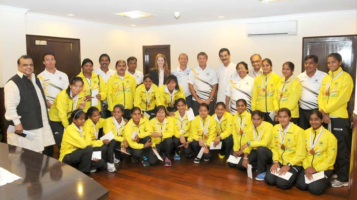 The Minister of Youth Affairs and Sports Shri Jitendra Singh with the members of the World Cup Bronze winning Indian Junior Women Hockey team.