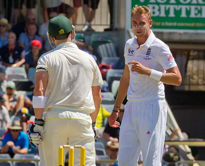 Stuart Broad took 3 wickets as Australia did not make much of an impression on the second day.