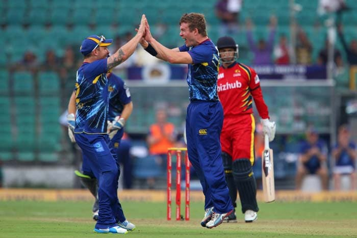 Nick Beard took 2 wickets in 2 balls to apply pressure on Highveld Lions.