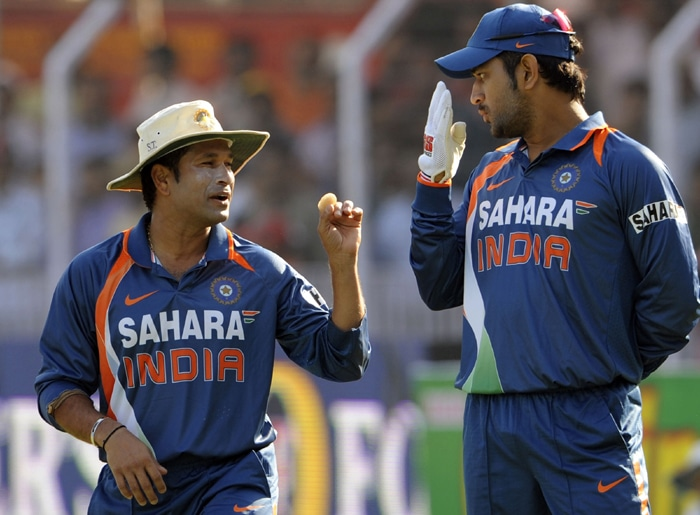 After the England series, senior players like Rahul Dravid, Sachin Tendulkar and Sourav Ganguly withdrew from the upcoming T20 World Cup. The selectors infused their faith in Dhoni and made him the captain of the side that was full of youngsters.