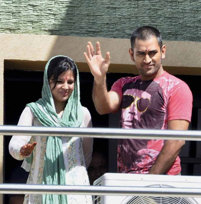 Mr and Mrs Dhoni in City of Joy