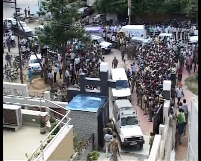 Fans and mediapersons were waiting outside the house since morning when the news of the couple's arrival came in. The district administration was informed by Dhoni's family about his arrival.
