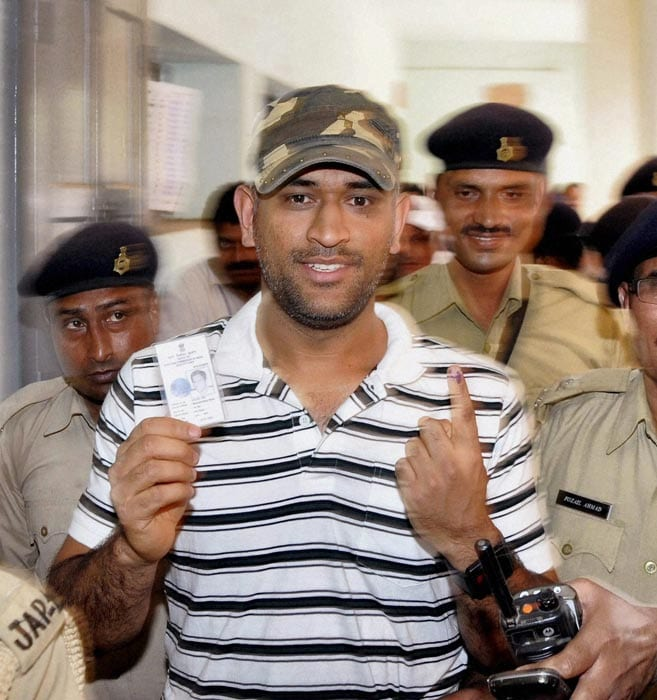 Team India captain Mahendra Singh Dhoni cast his vote for the by-poll to the Hatia assembly constituency on Tuesday. Accompanied by his parents, Dhoni went to his school, Jawahar Vidya Mandir, Shaymli, to cast his vote.