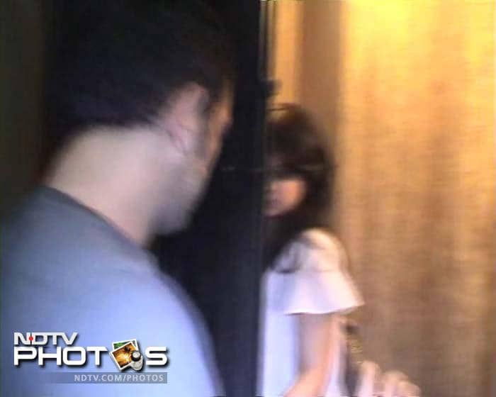 The happy couple entering Sakshi's house.<br><br> Coming up Sakshi at Dhoni's match for Chennai