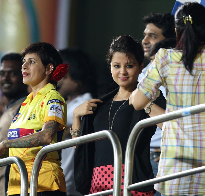 The wife of Mahendra Singh Dhoni, Sakshi watches the match between Chennai Super Kings and the Cape Cobras. <br><br>Coming up, Dhoni's movie date with wife Sakshi.