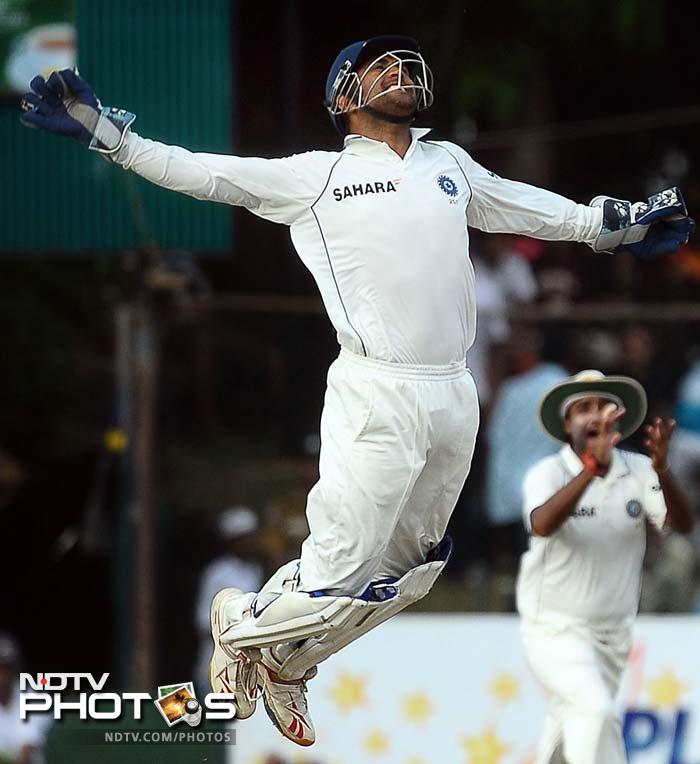 <b>Milkha Singh:</b> Dhoni is the backbone of Indian cricket.