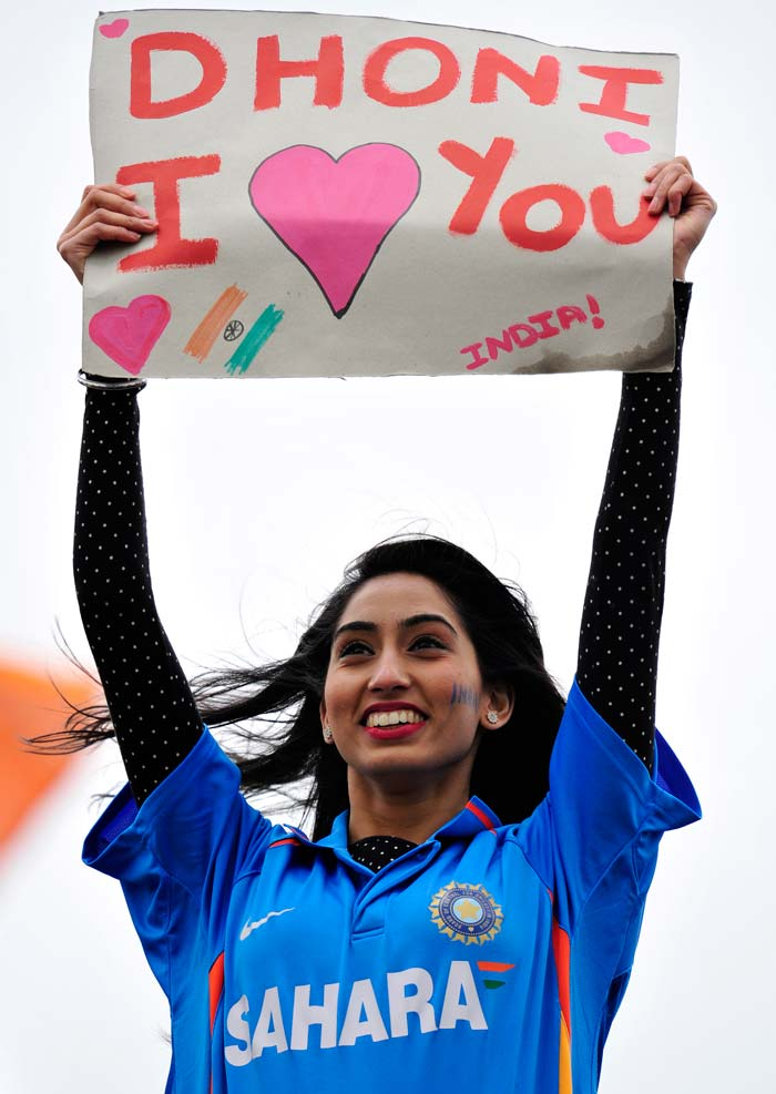 Wicket or no wicket, the capacity crowd at the Sophia Gardens in Cardiff were on their feet throughout Dhoni's spell.