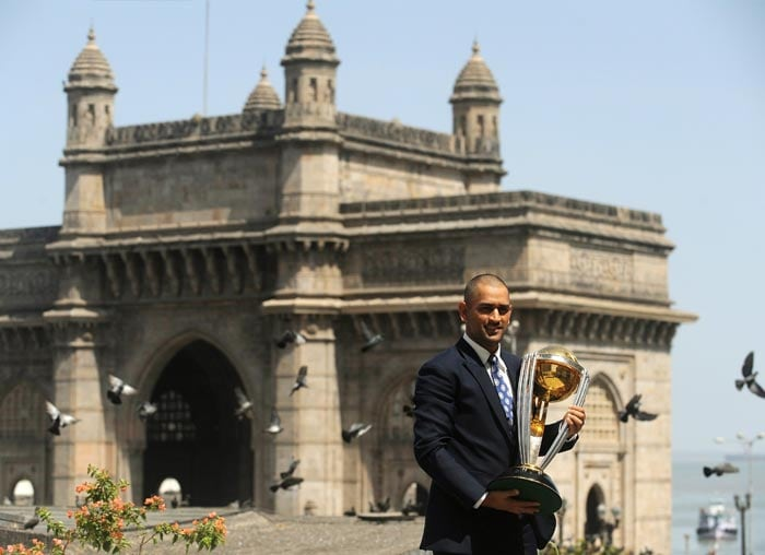 Dhoni in front of the Gateway of India. (AFP Photo)