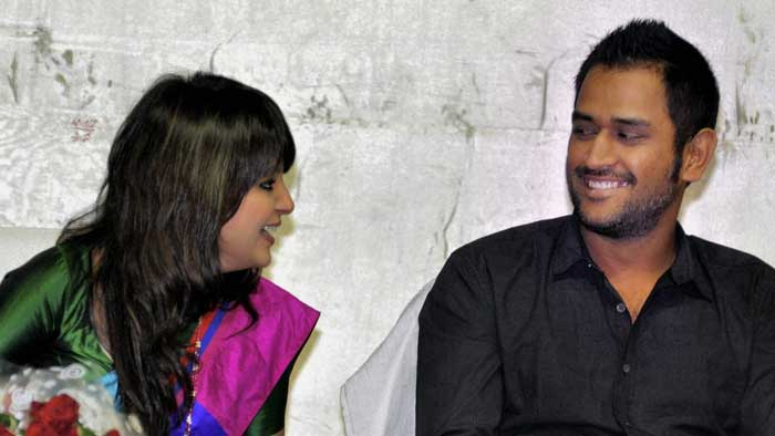 Dhoni spent quality time with wife Sakshi during the felicitation function in Ranchi. (PTI Photo)
