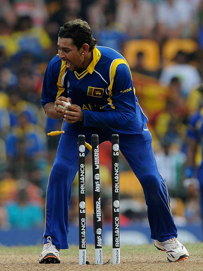When not bowling, Dilshan makes sure he does not let ball pass through his fingers while fielding. An electric fielder, Dilshan stands like a wall in the point region with his sharp reflexes. (AFP Photo)