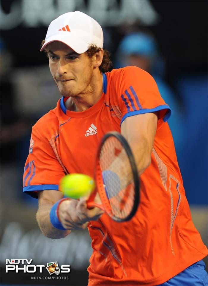 But Murray soon found his best form to turn things around to take the second set 6-3.