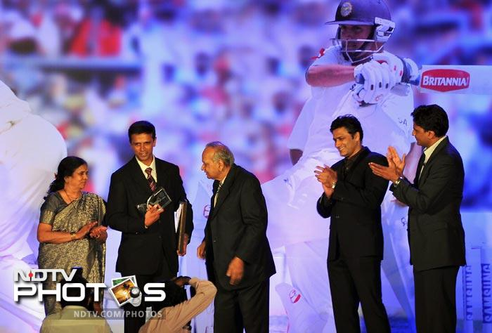 His former team-mates and close friends Javagal Srinath and Anil Kumble were present on stage.