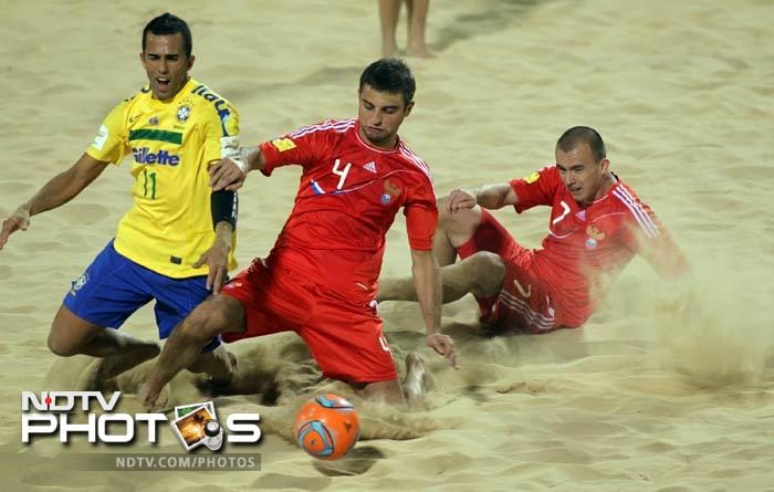 Russia (in red) took on Brazil in the finals. Crowd support was heaped in favour of the Latin American side.