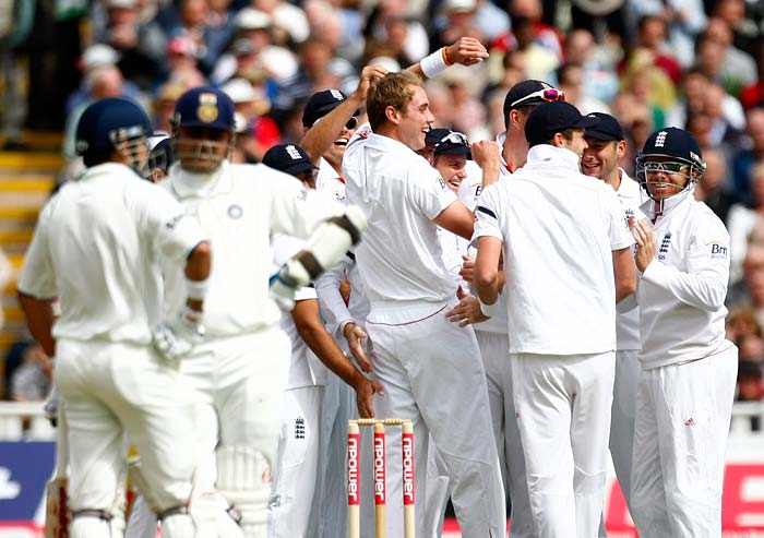 England had a dream start after winning the toss and putting India in to bat. Stuart Broad bowled his first delivery and it kissed Sehwag's glove to find a place in Matt Prior's gloves.