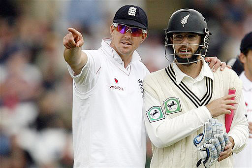 England's Kevin Pietersen points out something in the crowd to New Zealand's Daniel Vettori during the second day of their 3rd Test match, Trent Bridge Stadium in Nottingham, England on June 6, 2008.