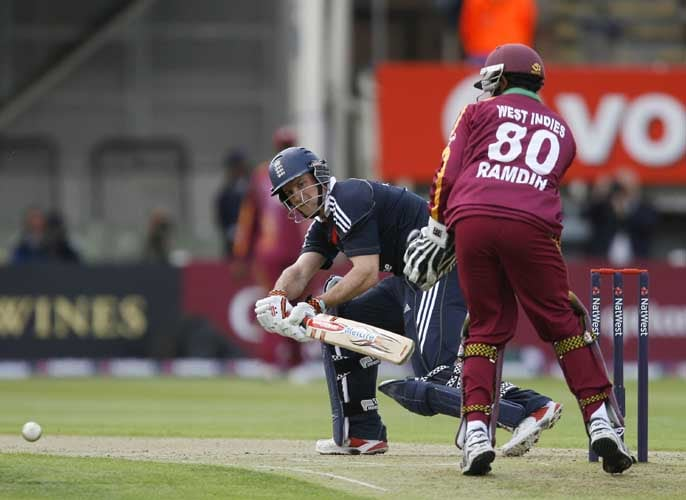 Andrew Strauss bats against the West Indies during the third Nat West One-Day International in Birmingham. (AFP Photo)
