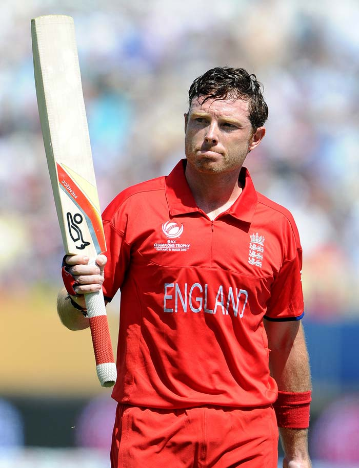 Ian Bell made an impressive 91 on his Warwickshire home ground, to the delight of a capacity crowd of 25,000, as England posted 269 for six after captain Alastair Cook won the toss and elected to bat.