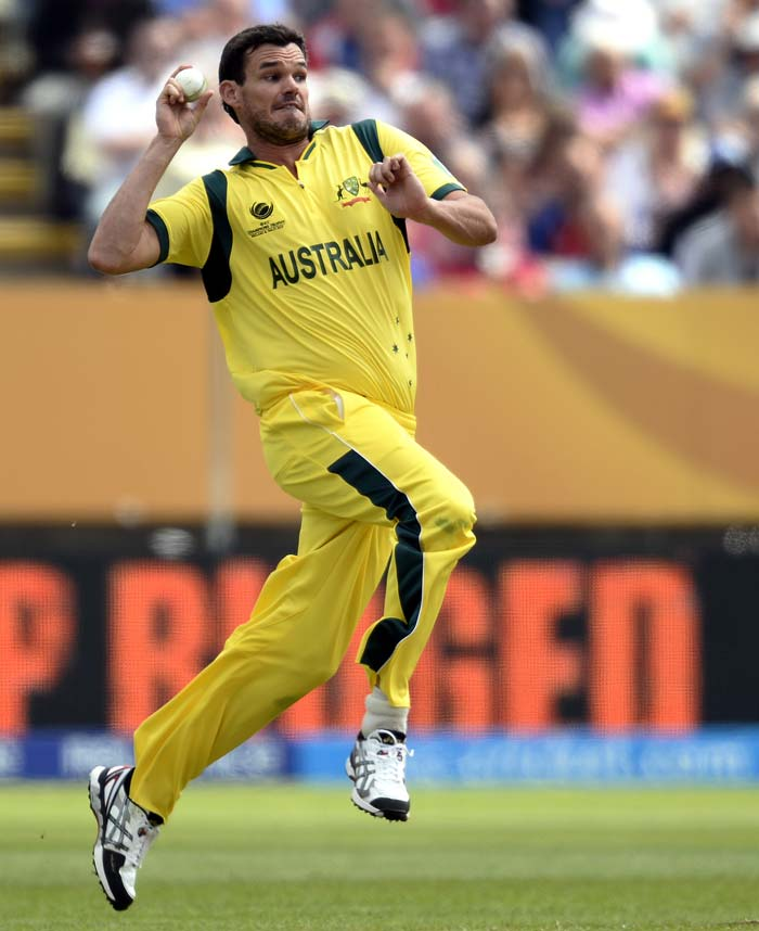 Clint McKay impressed with the ball for Australia, as they pegged back England during the middle-overs, finishing with 2/38 in his 10 overs.