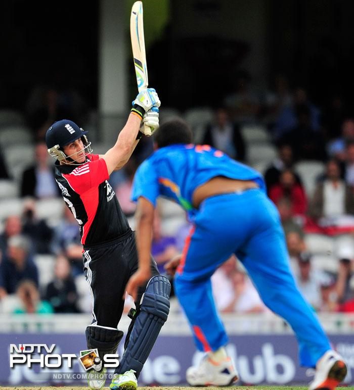 Chasing India's original total of 234, England started off very well with Craig Kieswetter (51) once again taking the charge. (AFP Photo)