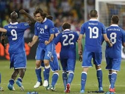 Euro 2012: Italy beat England on penalties, into semis