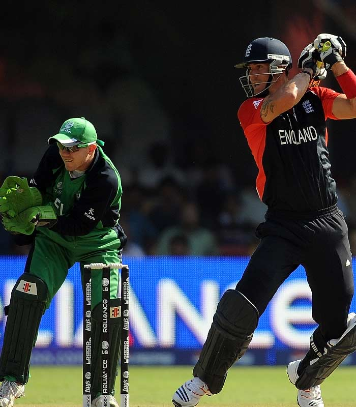 England won the toss and elected to bat in a match that was believed to be a practice game for them. The England batting which had scored over 600 runs in the last two matches started off really well with Kevin Pietersen and Andrew Strauss. (AFP Photo)