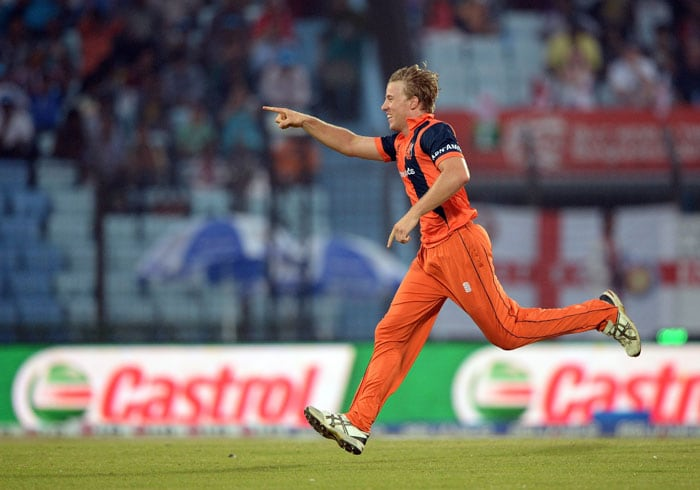 After Bukhari sent back the openers, Logan van Beek (3/9) dismantled England's middle-order to put them in trouble.