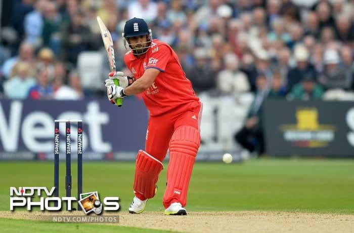 Ravi Bopara's 33 not out at the end boosted England to 293/7.