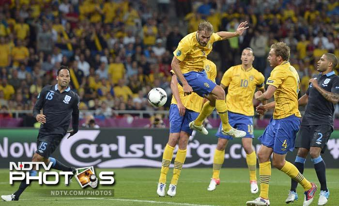 10 minutes later Sweden were celebrating again as Olof Mellberg, who also had a hand in the first goal, headed in to put his team in the lead.