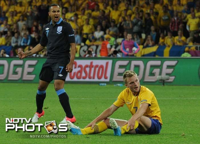 Walcott's shot from just outside the area caught Swedish custodian Andreas Isaksson off-balance to make it 2-2.