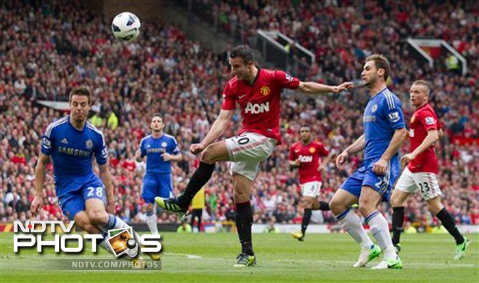 Robin van Persie came close o scoring for Manchester United.