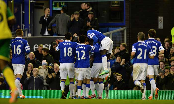 Everton's dream run under Roberto Martinez resumed as they beat Norwich City 2-0 via goals from Gareth Barry and Kevin Mirallas to climb back to the fourth spot in the points table.