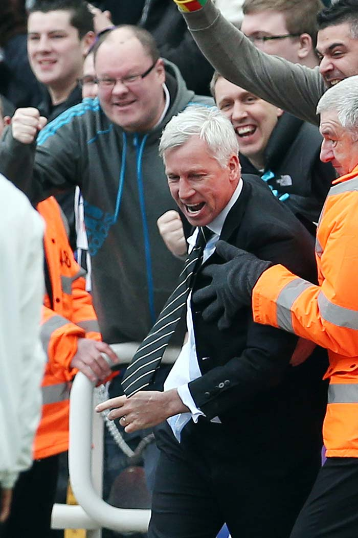 Alan Pardew threw himself into the crowd after striker Papiss Cisse's stoppage-time goal earned his side a potentially vital 1-0 victory at home to Fulham.