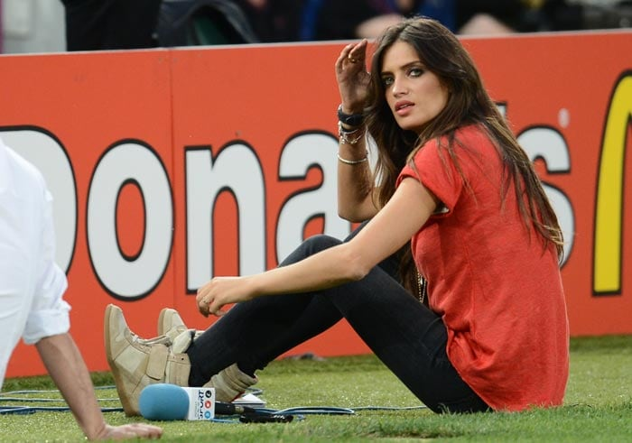 Spanish television presenter and girlfriend of Spain's goalkeeper Iker Casillas, Sara Carbonero, is pictured before the Euro 2012 football championships quarter-final match between Spain vs France on June 23, 2012 at the Donbass Arena in Donetsk. (AFP Photo)