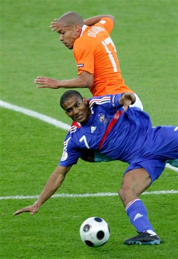 Netherlands' Nigel de Jong, top, and France's Florent Malouda challenge for the ball during the group C match between the Netherlands and France in Bern on June 13, 2008.