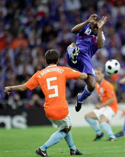 France's Sidney Govou, right, and Netherlands' Giovanni van Bronckhorst fight for the ball during the group C match between the Netherlands and France in Bern on June 13, 2008.