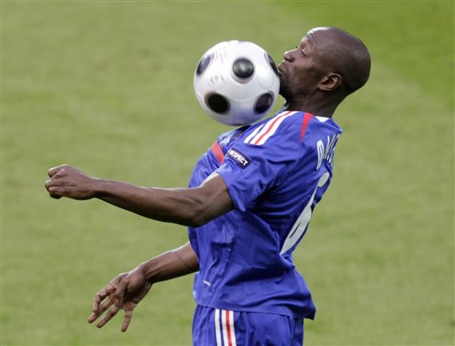 France's Claude Makelele chests a ball during the group C match between the Netherlands and France in Bern on June 13, 2008.