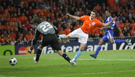 Netherlands' Robin van Persie scores his side's second goal during the group C match between the Netherlands and France in Bern on June 13, 2008.
