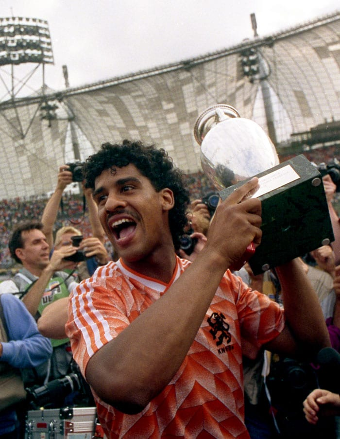 The 1988 Euro saw the Soviet side reach the finals for the fourth time. But the Oranje (Netherlands) had the unstoppable Marco van Basten in their side. His assist to set up Ruud Gullit and an unimaginable volley later on gave the Oranje an unassailable 2-0 lead.