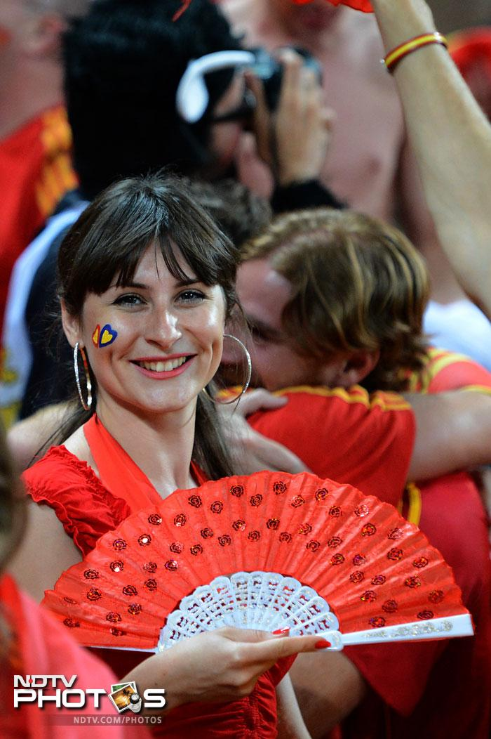 Spanish supporters celebrate at the end of the penalty shoot out of the Euro 2012 football championships semi-final match Portugal vs. Spain on June 27, 2012 at the Donbass Arena in Donetsk. Spain won 4-2 (0-0 after extra-time). (AFP PHOTO / DAMIEN MEYER)