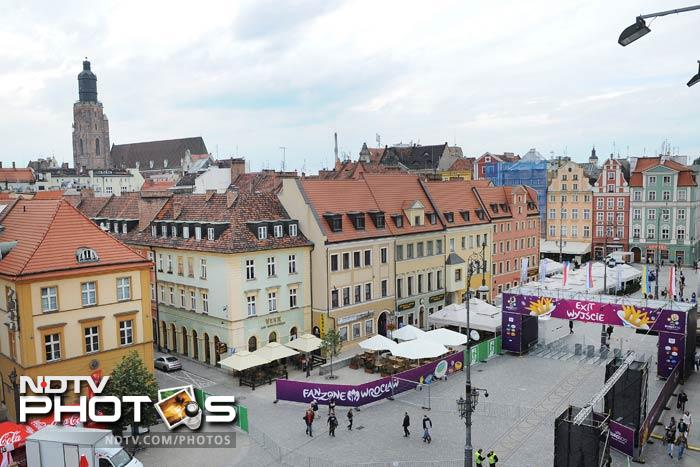 General view of the fanzone on Market Square, downtown Wroclaw. Group A teams of Poland, Czech Republic, Greece and Russia will play in Wroclaw. (AFP Photo)