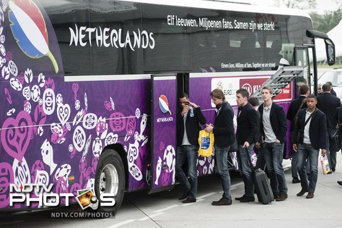 "Netherlands' national football team players and staff members enter their official bus after arriving at Krakow Airport on June 4, 2012, ahead of the Euro 2012 football championships which will kick-off on June 8 in Warsaw. Slogan on the bus' window reads :""Eleven Lions, millions of fans, together we are strong !"" AFP PHOTO / BARTOSZ SIEDLIK"