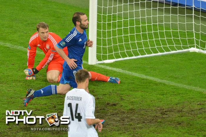 Dimitris Salpingidis was able to grab a consolation goal for the Greeks by converting a late penalty. But in the end Germany were simply the better team. (AFP Photo)
