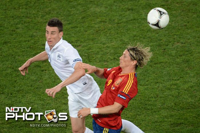 Fernando Torres looked threatening but could not go for goal and at one point it seemed that Spain might have to regret not capitalising on their lead. (AFP Photo)