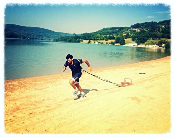 Zaheer is seen here during his training session at the beach.<br><br>Image courtesy: Zaheer Khan's official Twitter account.