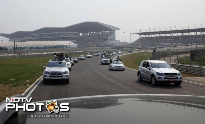 The convoy of cars continue on the tour of the venue that has been rated amongst the top-5 in the world by Indian F1 driver Narain Karthikeyan.