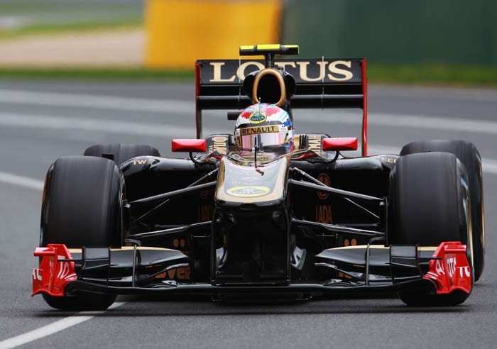 Vitaly Petrov(Russia) of Renault starts from the sixth position. (Getty Images)