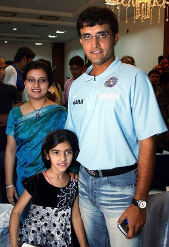 Sourav Ganguly with his wife Dona and daughter Sana after he was felicitated by the BCCI at the new VCA Stadium in Nagpur on Thursday. (PTI Photo)
