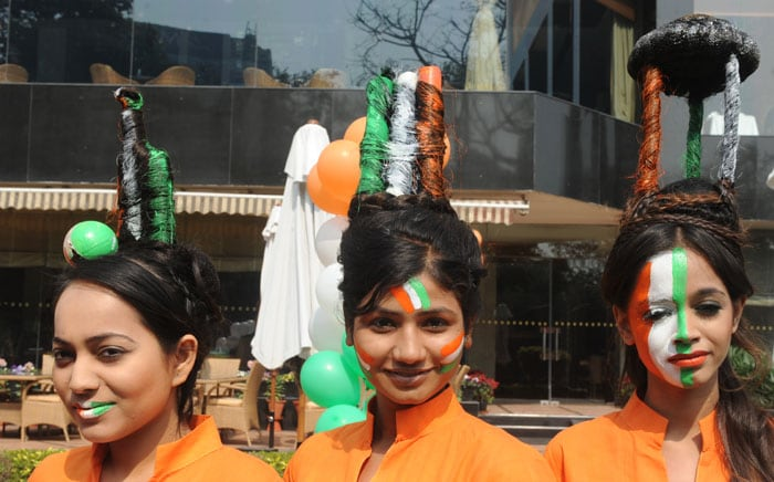 Indian models dressed in the nation's tricolor, and with their hair styled in the Cricket World Cup trophy. (AFP Photo)