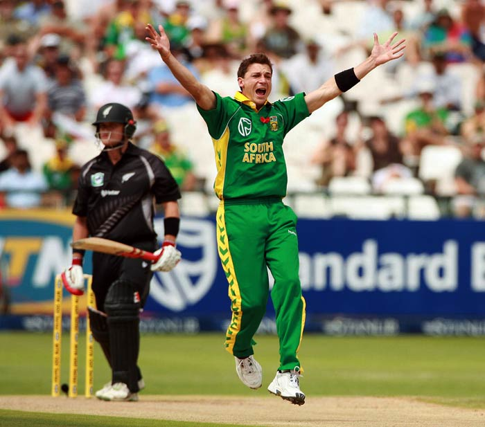 <b>Dale Steyn:</b> The South African fast bowler clocked 155.7 kmph during an ODI against New Zealand. (Getty Images)
