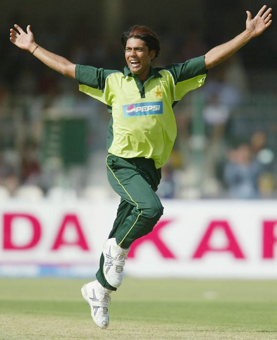 <b>Mohammad Sami:</b> The talented Pakistani pacer may have been sidelined but he undoubtedly was one of the best pacers that the country had produced. During an ODI match during a tri-series at Sharjah against Zimbabwe in 2003, Sami clocked 156.4 kmph. Interestingly, Sami had bowled the fastest-ever ball, clocking 164.0 kmph but that was scrapped since the speedometer was found to be faulty. (Getty Images)